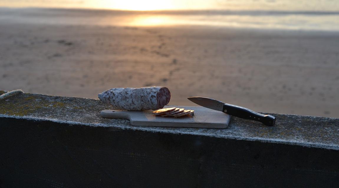 couteau saucisson